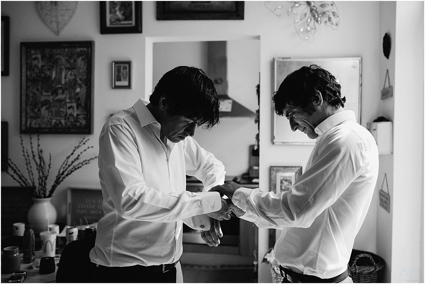 groom amnd best man getting ready