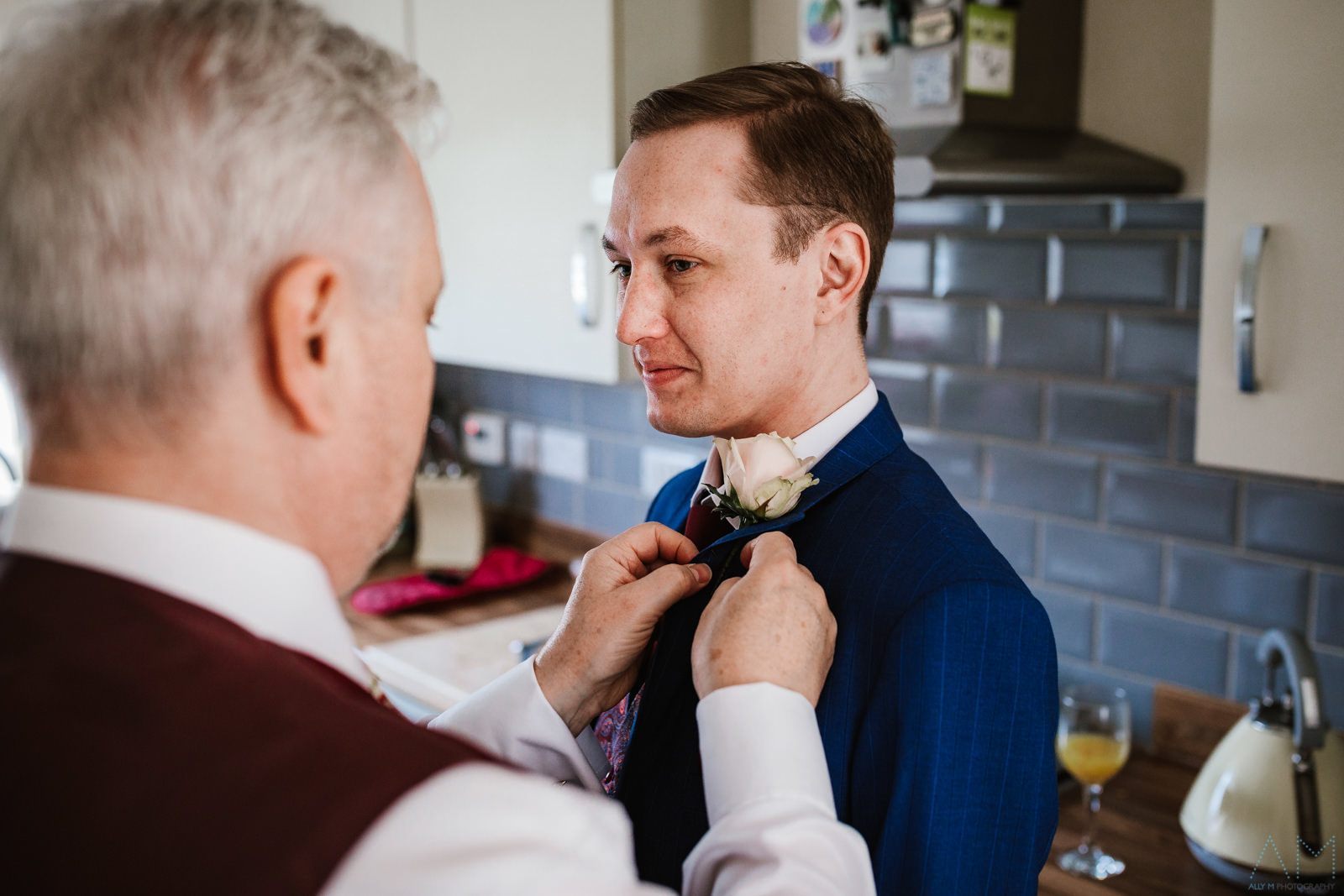 Fastening the buttonhole