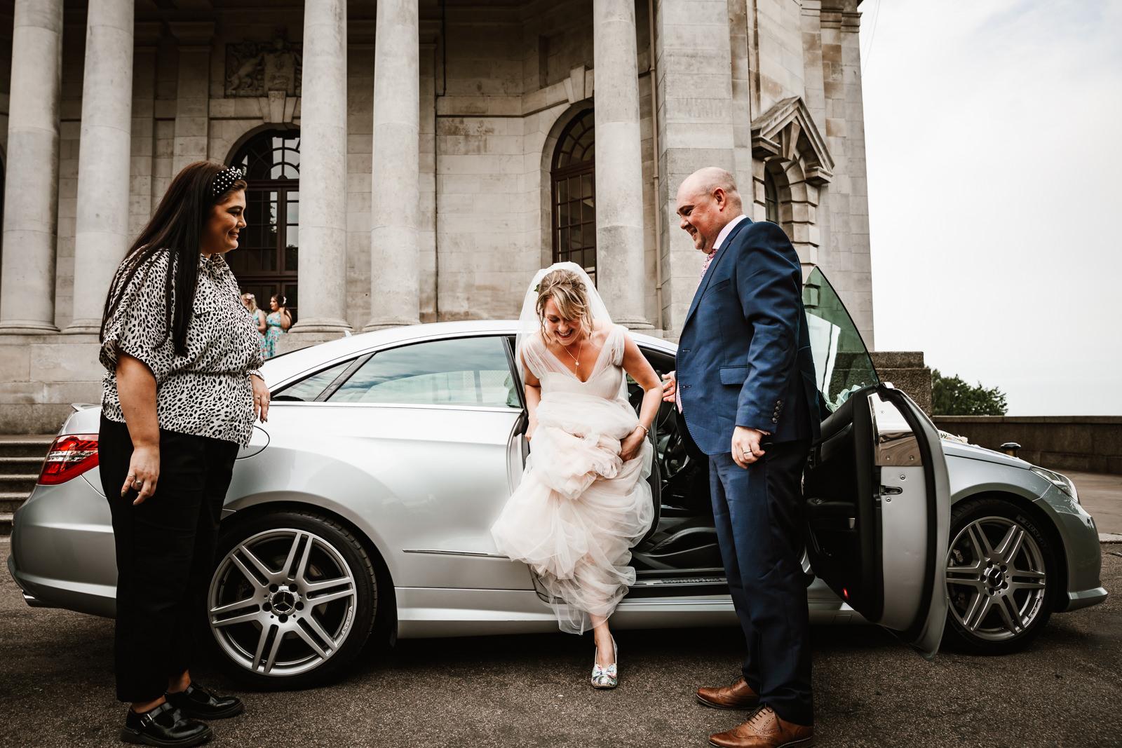 Bride arrives at Ashton Memorial